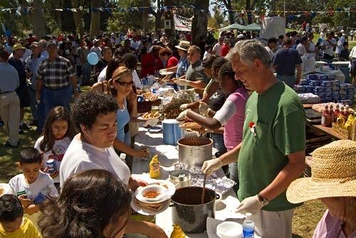 Mayor Jim Hahn serving lunch
