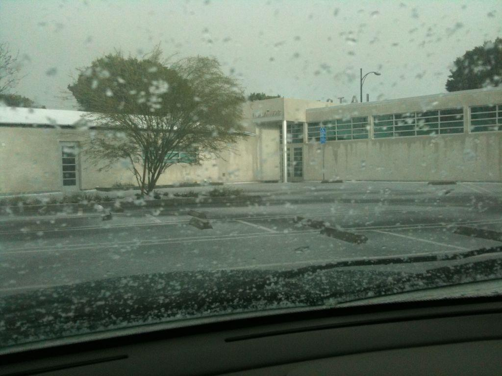 Snow in Burbank! (2-26-11)(Photo by Pascal M. Guillemard)